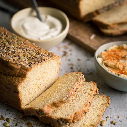 Pão de sementes fatiado