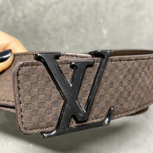 Cinto Louis Vuitton | Couro aveludado | Marrom | Tamanho 100 - fivela