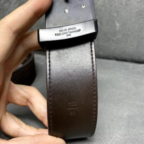 Cinto Louis Vuitton | Couro aveludado | Marrom | Tamanho 100 - placa