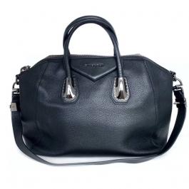 Bolsa Givenchy Antigona | Couro | Preta - frente