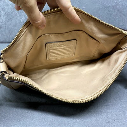 Bolsa Coach | Alça curta ou tiracolo | Couro | Bege - forro