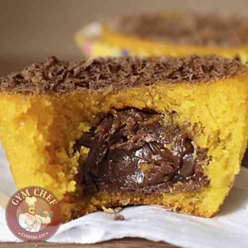 Cupcake de Cenoura Recheado com Chocolate Amargo (Fit)