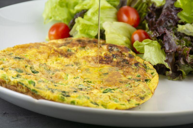 Omelete com cebolinha e parmesão