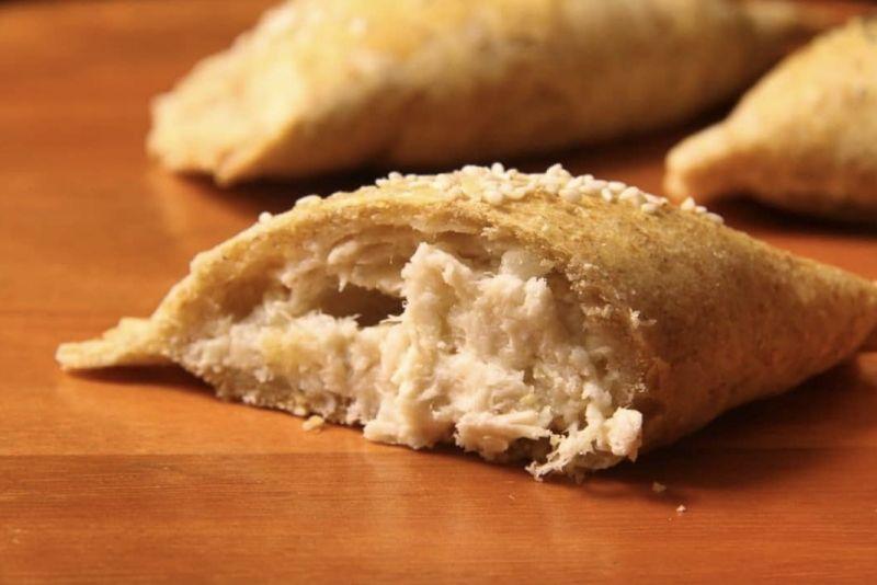 Pastel integral de forno (Queijo minas com peru)