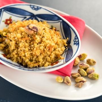 Farofa de cenoura e pistache com quinoa