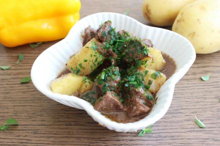 Carne cozida com batatas da maddas