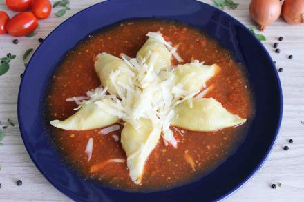 Conchiglione de Mussarela, Tomate Seco, Espinafre ao Molho Sugo da Maddas