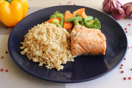 salmao, arroz, legumes da maddas